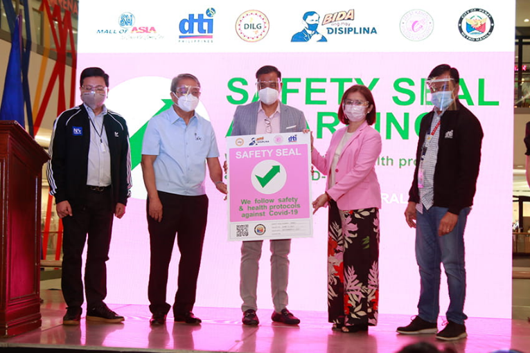 Safety Seal of <a href='https://www.smsupermalls.com/mall-locator/sm-mall-of-asia/information' target='_blank'>MOA</a>, SM Supermalls, SM, IATF, LGU, Inter-Agency Task Force Safety Program, Covid-19 Inter-Agency Task Force Safety Program, Covid- 19 IATF Safety Program, IATF Safety Program